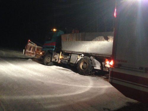 LKW Bergung nach Verkehrsunfall in Grünsbach am 17.01.2017