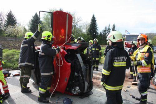 Verkehrsunfall mit eingekl. Person in Aigelsbach, 23.04.2017
