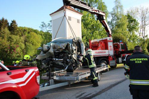 Verkehrsunfall mit eingekl. Person in Grünsbach am 13.05.2017