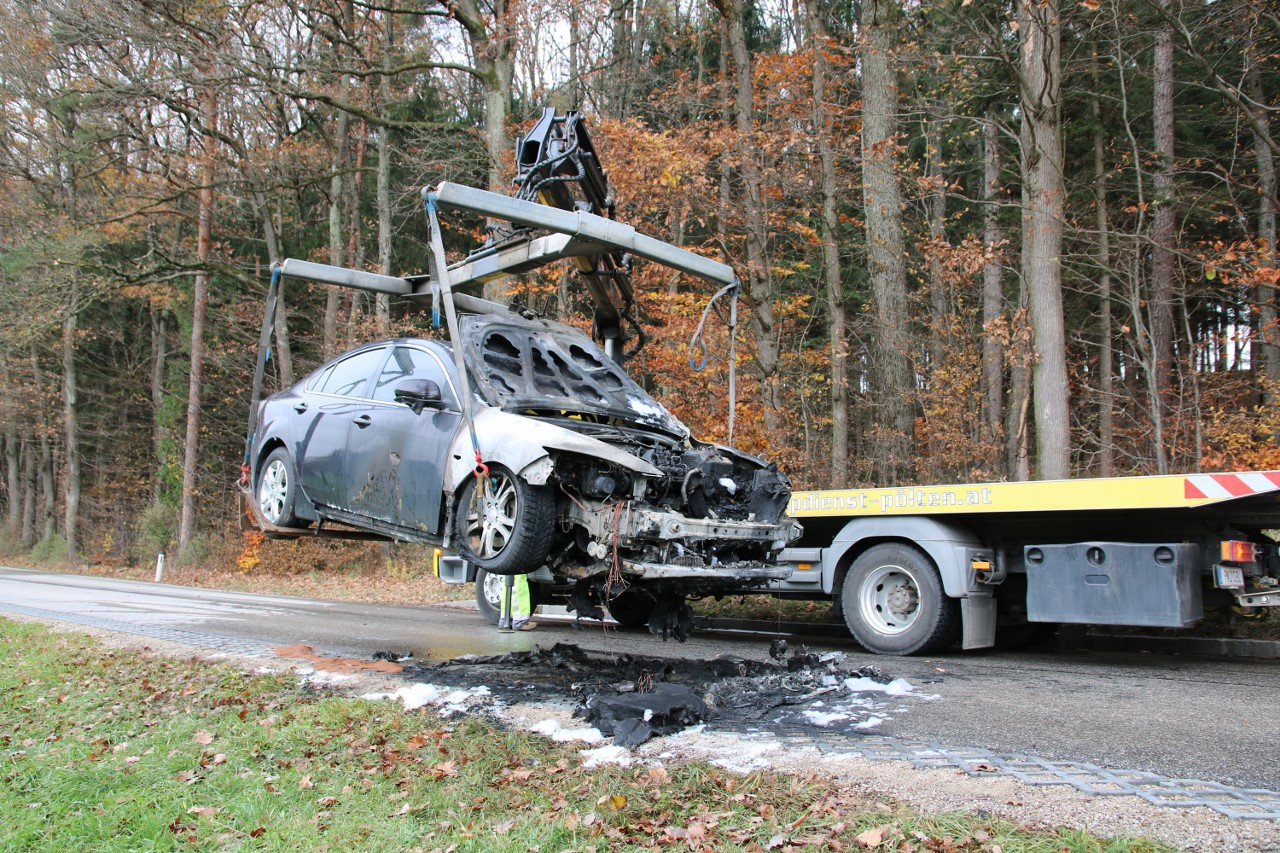 Fahrzeugbrand in Grünsbach am 09.11.2017
